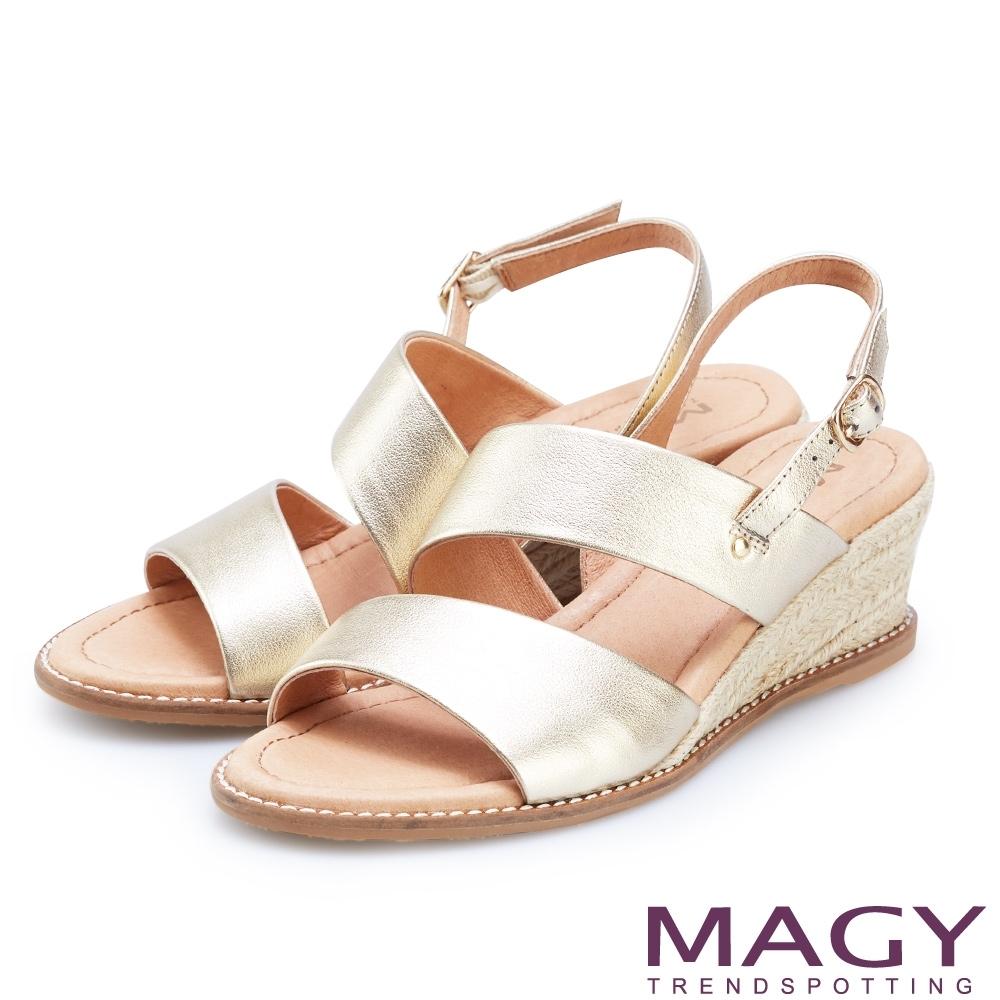 MAGY 寬版二字牛皮麻編楔型涼鞋 金色