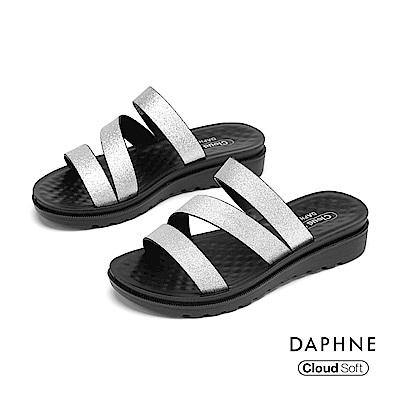 達芙妮DAPHNE 涼鞋-閃亮條帶舒軟休閒拖鞋-銀色