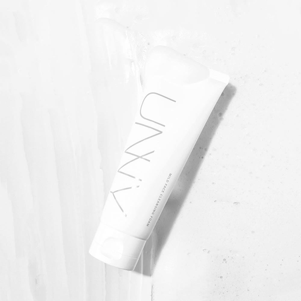 UNNY CLUB 淨透水潤潔面乳