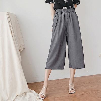 純色不易皺鬆緊釦子設計七分寬褲-OB大尺碼