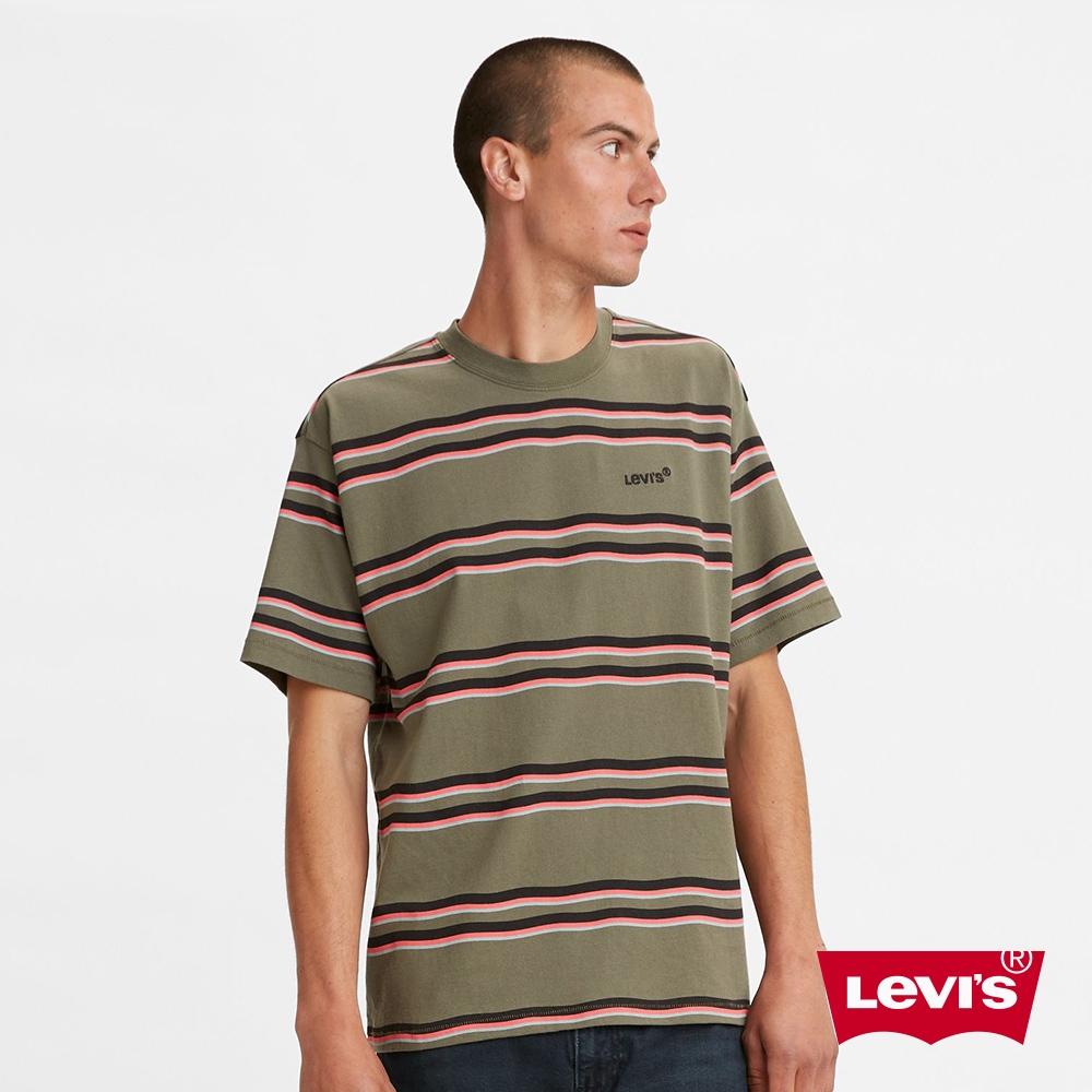 Levis 男款 短袖T恤 迷你刺繡摩登復古Logo 寬鬆休閒版型 橄欖綠條紋