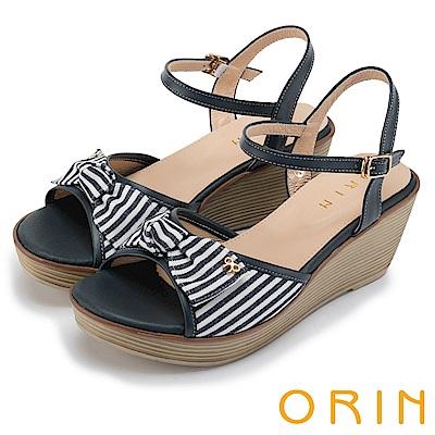 ORIN 愜意渡假風情 嚴選條紋布面拼接牛皮楔型涼鞋-藍色