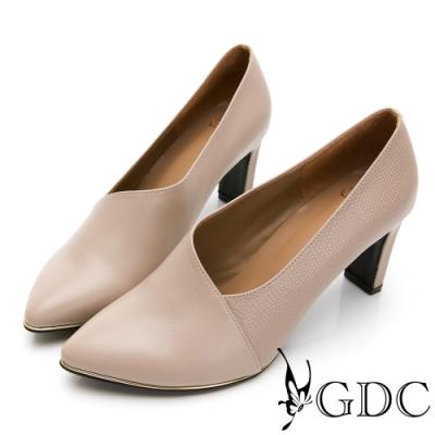 GDC-時尚都會拼接皮紋真皮斜裁切尖頭跟鞋-米色