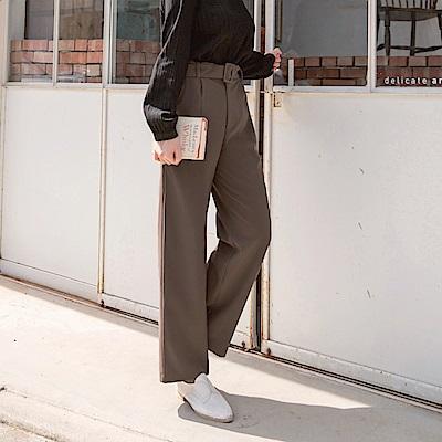 iMODA STAR-臧芮軒。附腰帶後腰鬆緊打褶純色質感寬褲