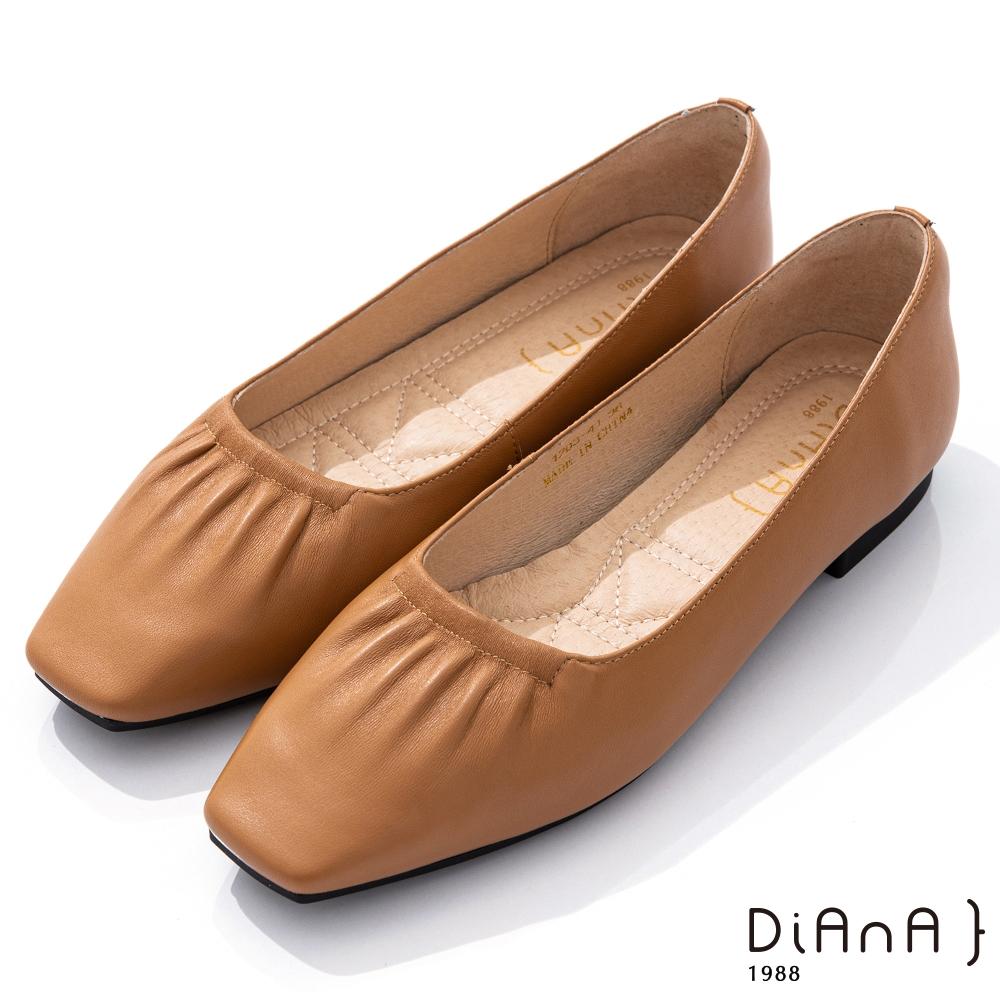 DIANA 1.7cm柔軟羊皮抓皺鞋口方頭低跟鞋–都會時尚-蜂蜜