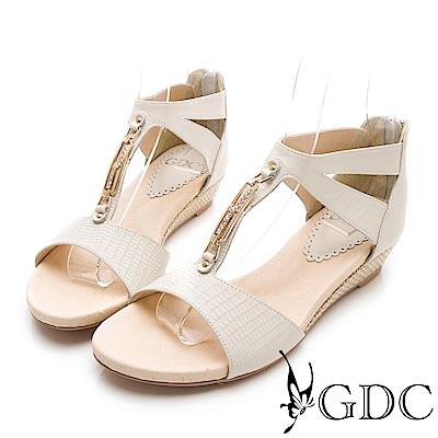GDC-真皮女神款溫柔交叉金屬扣飾後包涼鞋-米杏色