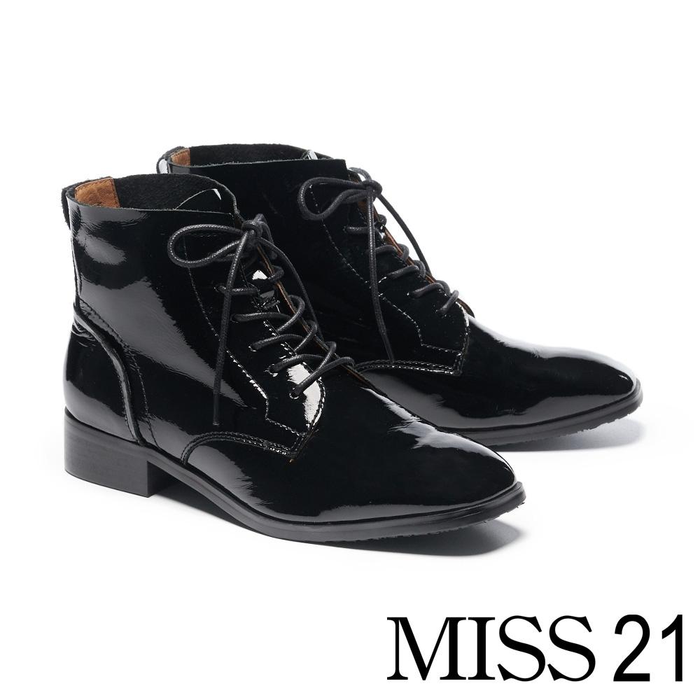 短靴 MISS 21 液感光澤皺漆全真皮綁帶低跟短靴-黑