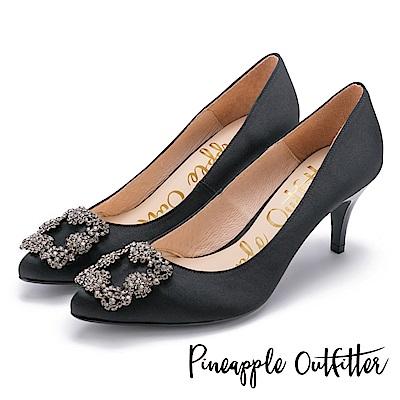 Pineapple Outfitter 璀璨名媛 方鑽飾釦尖頭高跟鞋-黑色