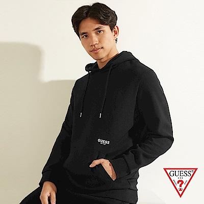 GUESS-男裝-純色後背文字印圖長袖帽T-黑 原價3990