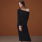 AIR SPACE LADY 純色船領磨毛針織洋裝(附腰帶)(黑)