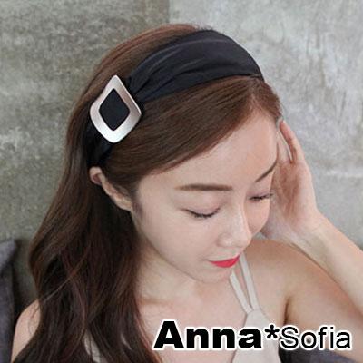 AnnaSofia 方弧側飾抓皺 韓式寬髮箍(黑系)