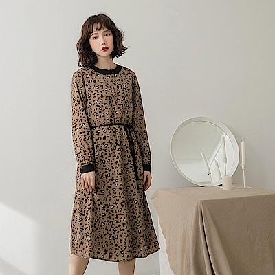 附綁帶滿版豹紋厚雪紡洋裝-OB大尺碼