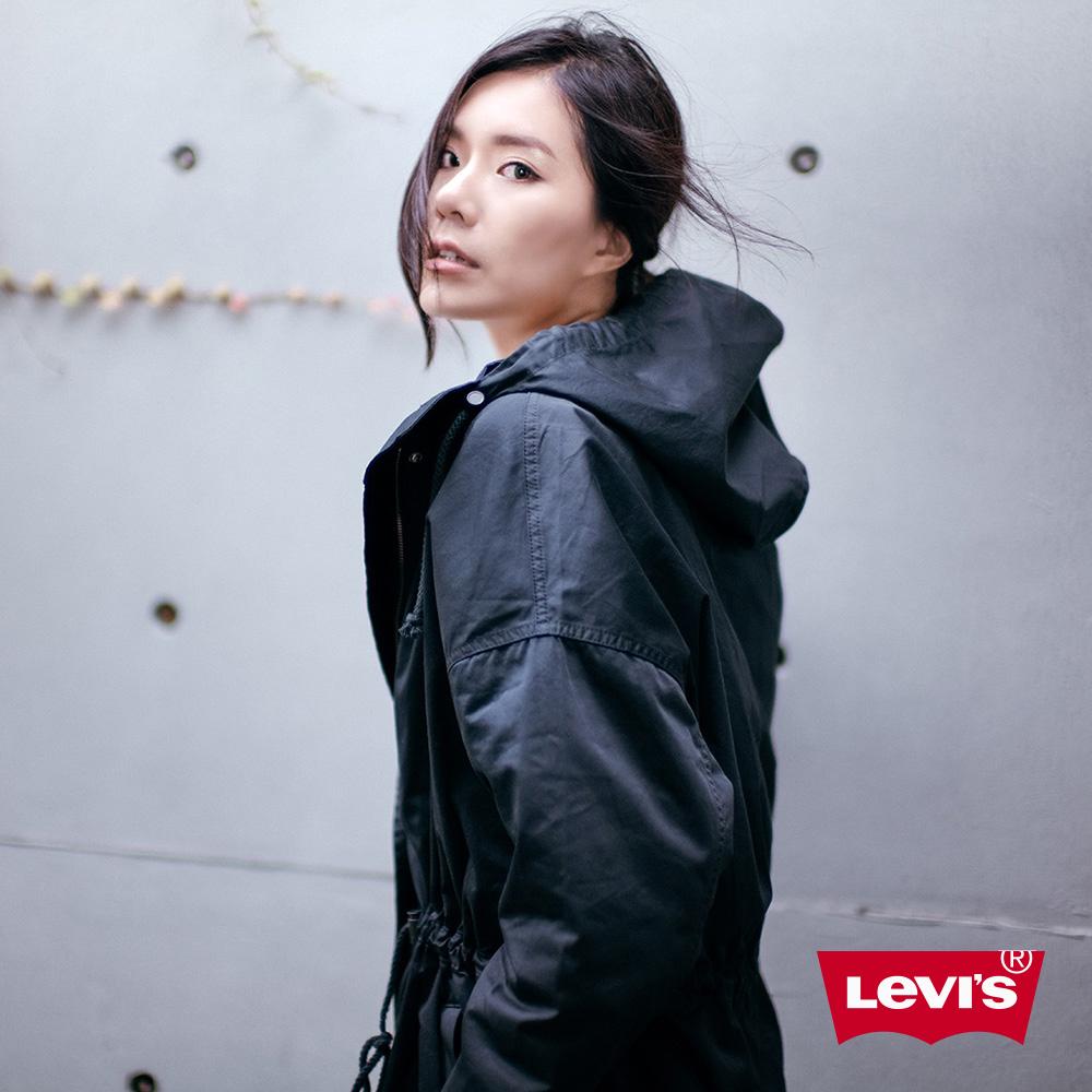 Levis 女款 長版連帽風衣外套 寬鬆版型腰間抽繩設計 黑