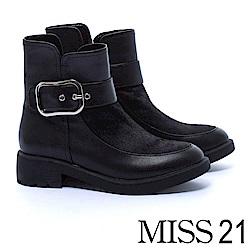 短靴 MISS 21 醒目大金屬釦帶拼接馬毛造型粗跟短靴-黑