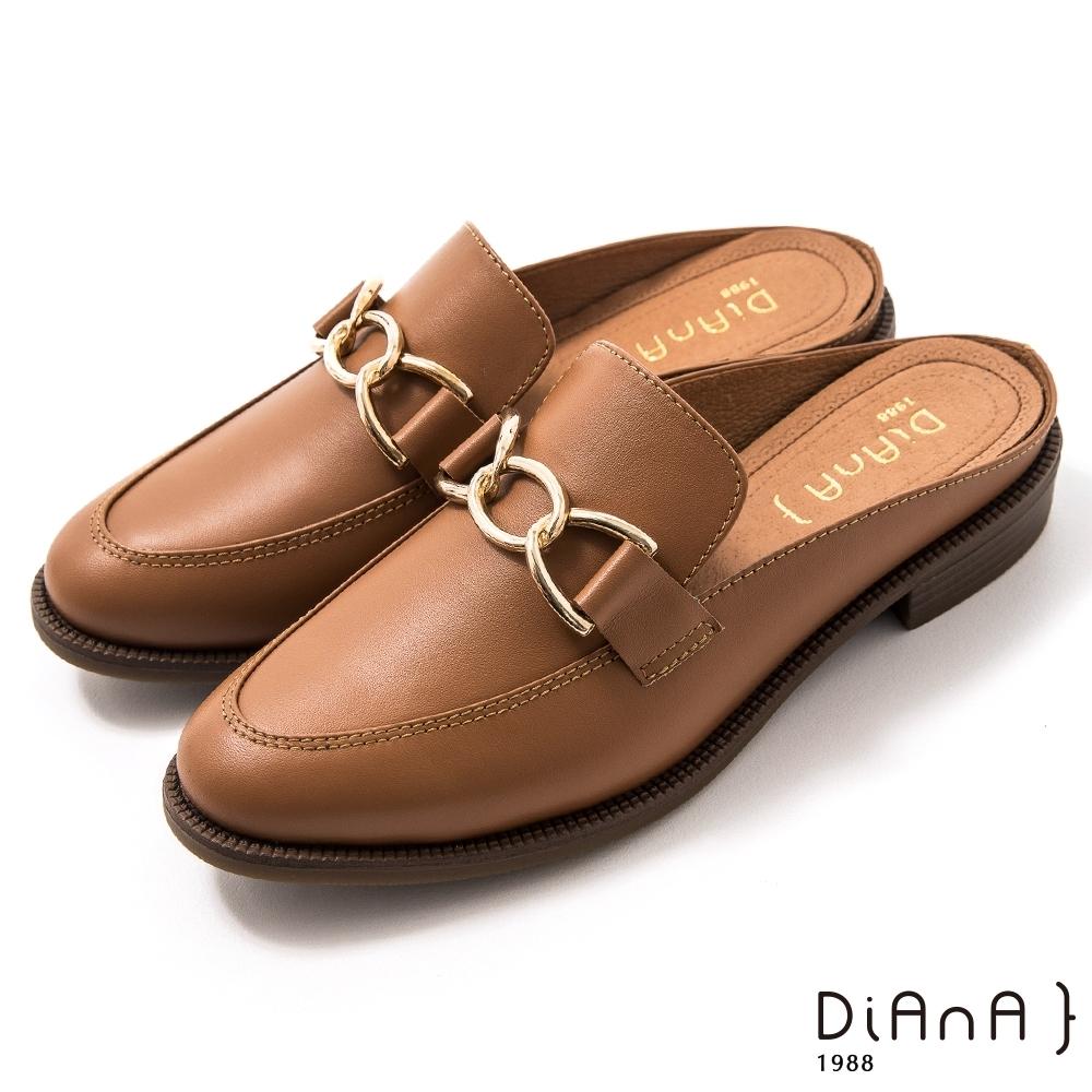 DIANA 2.5 cm質感牛皮金屬馬銜釦樂福穆勒鞋–漫步雲端焦糖美人–榛果棕