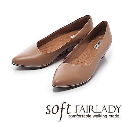 Fair Lady Soft芯太軟 尖頭素色時尚千鳥格紋楔型鞋 焦糖