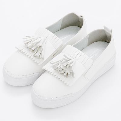 River&Moon中大尺碼-韓版超軟縫線雙流蘇厚底小白鞋