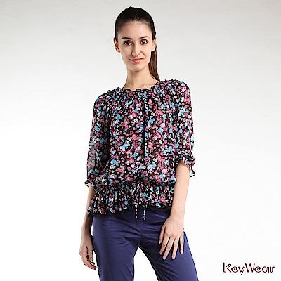 KeyWear奇威名品    優雅柔美印花剪接蕾絲五分袖上衣-綜合色