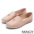 MAGY 輕甜休閒時尚 愛心刺繡牛皮麻編平底鞋-粉色