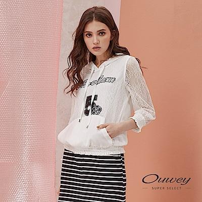 OUWEY歐薇 時尚字母貼布繡拚接花朵蕾絲造型帽T(白)
