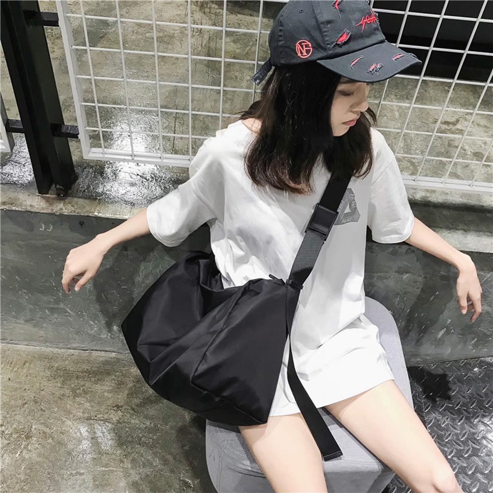 E.City_大容量防潑水時尚挎包健身包