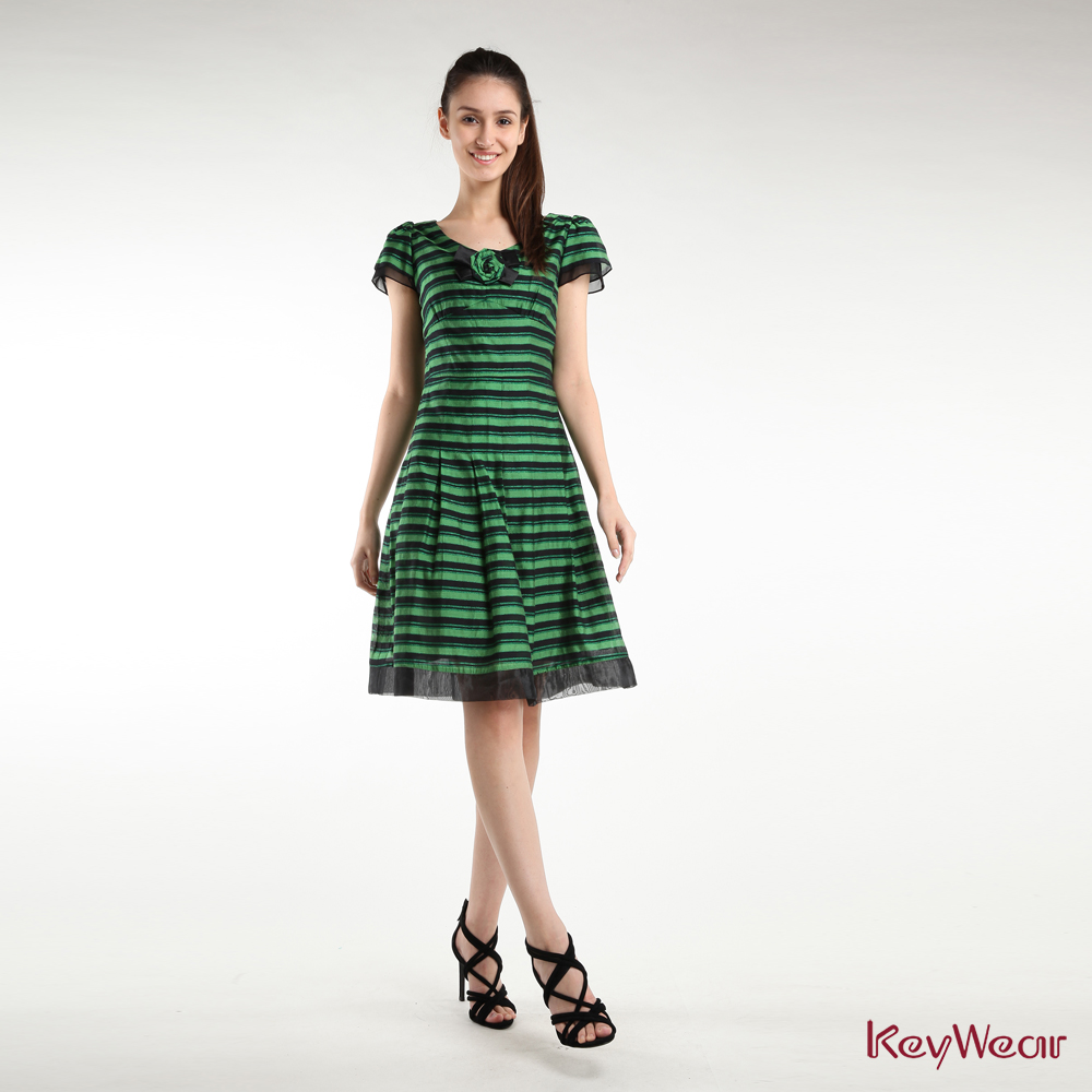 KeyWear奇威名品    柔情玫瑰修身條紋百褶小洋裝-綠色