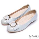 DIANA 簡約時尚—圓型飾釦織帶真皮拼接平底娃娃鞋-灰