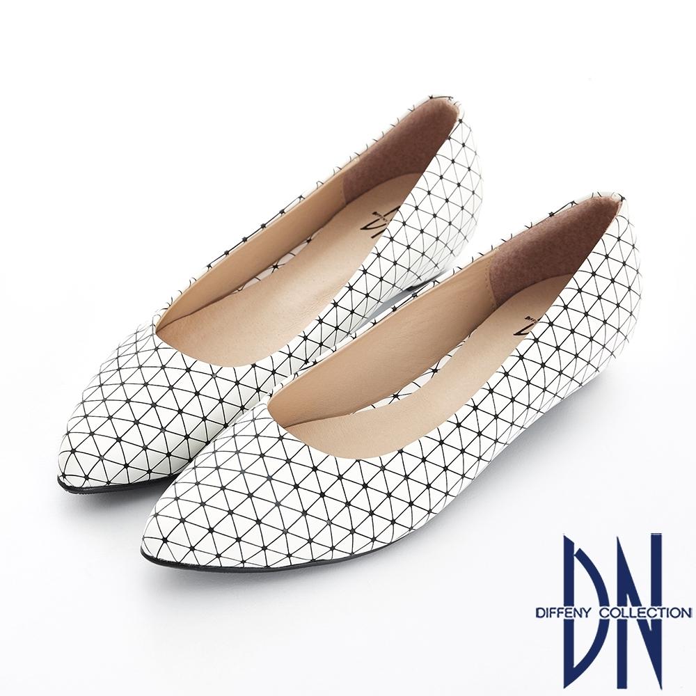DN 俐落時尚 特殊幾何線條尖頭包鞋-白