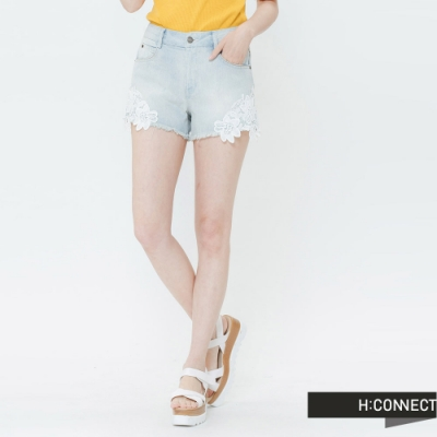 H:CONNECT 韓國品牌 女裝-蕾絲拼接牛仔短褲-藍