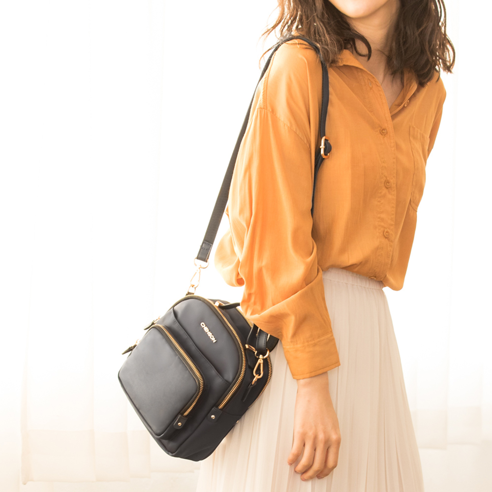 CHENSON 2夾層4口袋簡單外出斜背小物包/手機包 黑(CG83332-3)