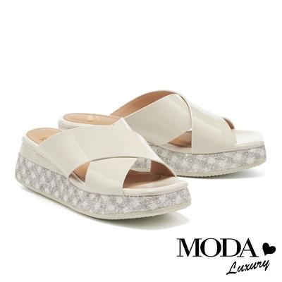 拖鞋 MODA Luxury 夏日清爽亮感交叉帶格紋厚底拖鞋-白