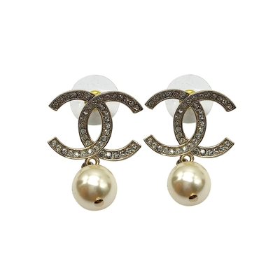 CHANEL  經典雙C logo鑲水鑽珍珠垂墜穿式耳環(金)
