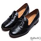 DIANA 英倫學院--復古雕花流蘇真皮牛津樂福鞋-黑