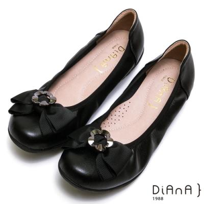 DIANA 真皮花朵蝴蝶結楔形娃娃鞋-俏麗甜心-黑