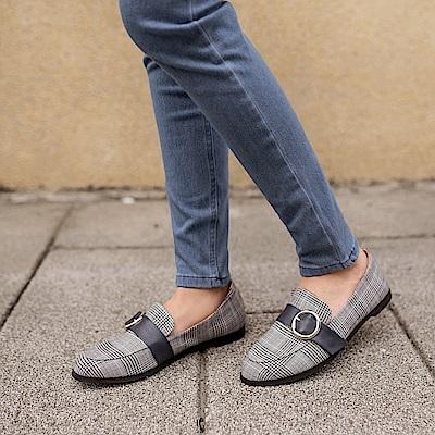 台灣製造~皮革裝飾格紋平底鞋-OB大尺碼