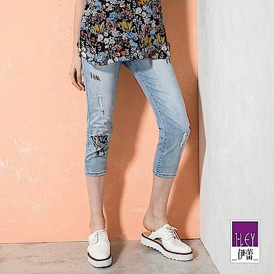 ILEY伊蕾 抽象刺繡刷白造型牛仔褲(藍)