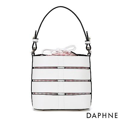 達芙妮DAPHNE-立體幾合條紋縷空束口圓桶包-白色