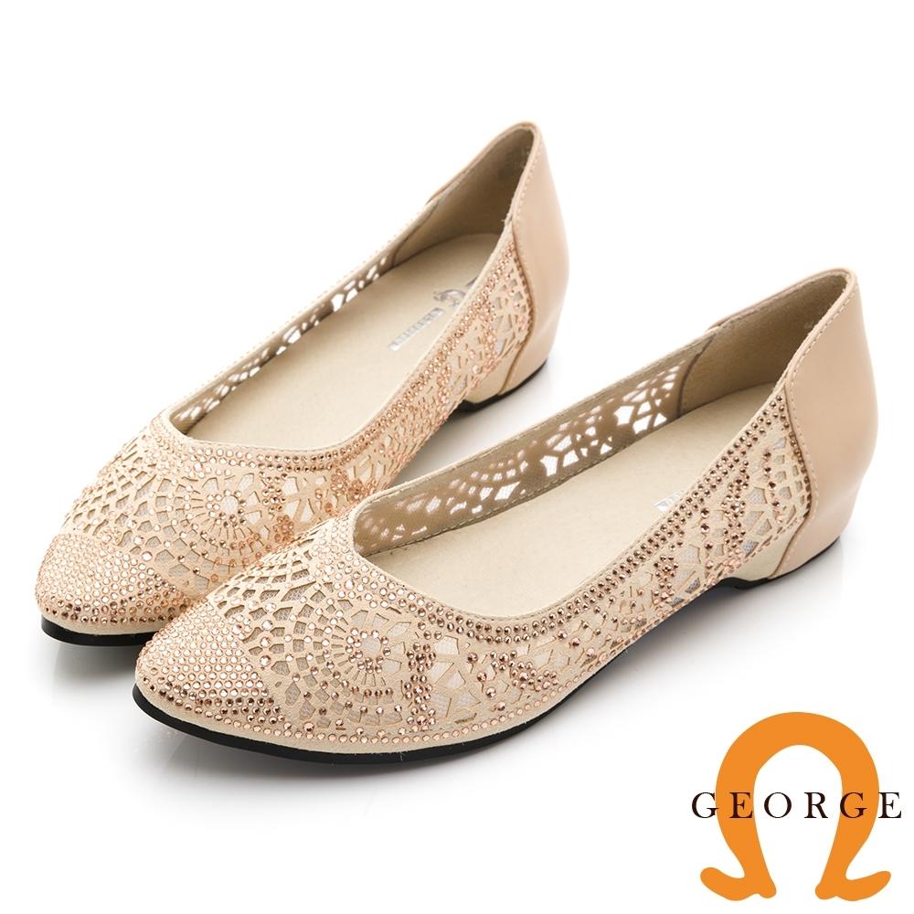 【GEORGE 喬治皮鞋】質感水鑽鏤空尖頭平底鞋-金色