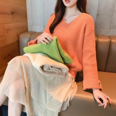 La BellezaV領素色袖反摺小喇叭袖釦寬袖柔軟針織毛衣