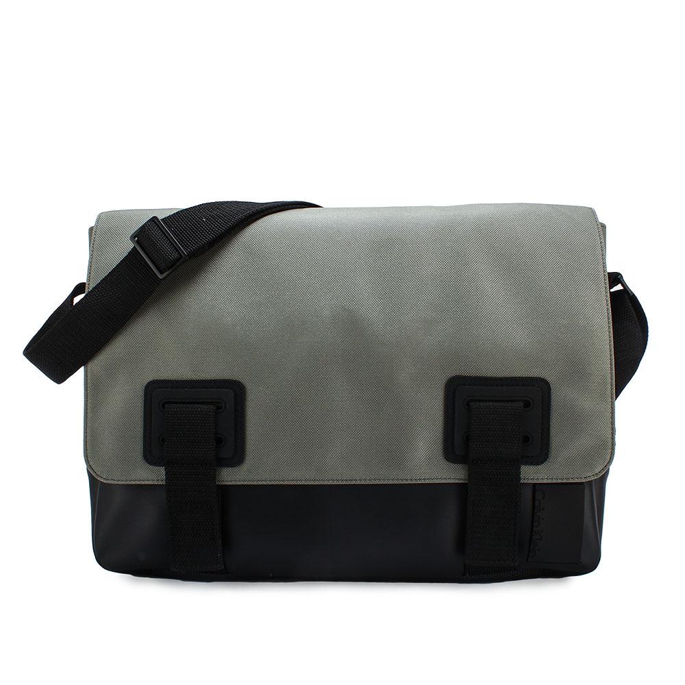 Calvin Klein 經典荔枝紋拼接皮革翻蓋斜背包-灰色