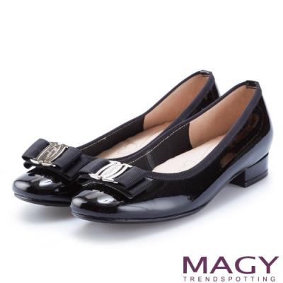 MAGY 品牌經典熱賣款 LOGO飾釦蝴蝶結牛皮低跟鞋-黑色