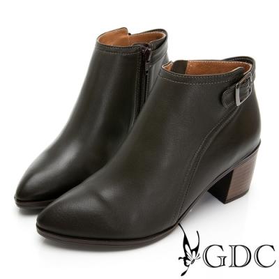 GDC-真情維也納羊皮質感素色尖頭拼接木質側扣飾短靴-咖色