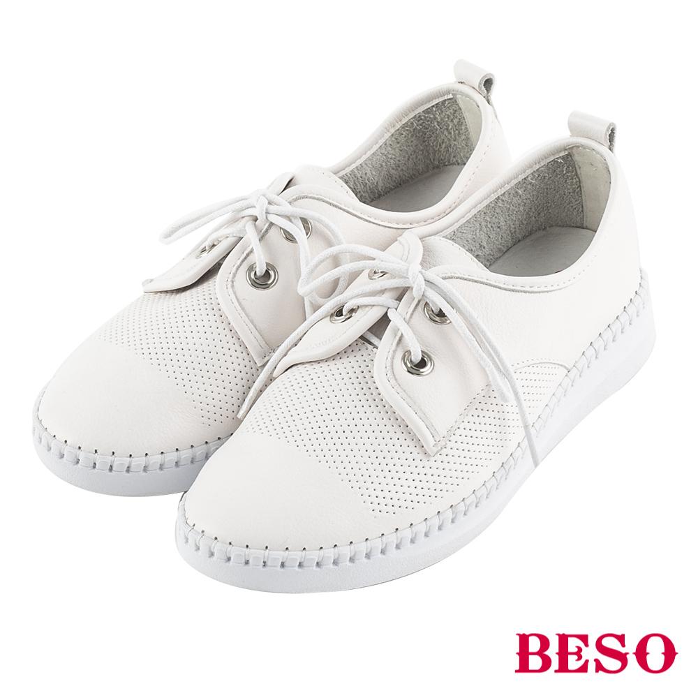 BESO 活力自在 沖孔綁帶休閒鞋~白