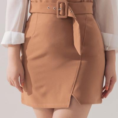 AIR SPACE PLUS 素色小開衩造型短裙(咖)