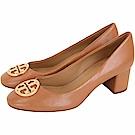 TORY BURCH Chelsea 黃銅標誌納帕牛皮粗跟鞋(棕色)