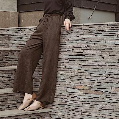 純色仿麂皮鬆緊綁帶修身時髦長寬褲-OB大尺碼