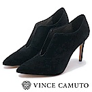 VINCE CAMUTO-性感尤物U口絨面尖頭細跟踝靴-絨黑