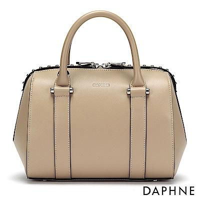 達芙妮DAPHNE-鉚釘裝飾波士頓包-杏