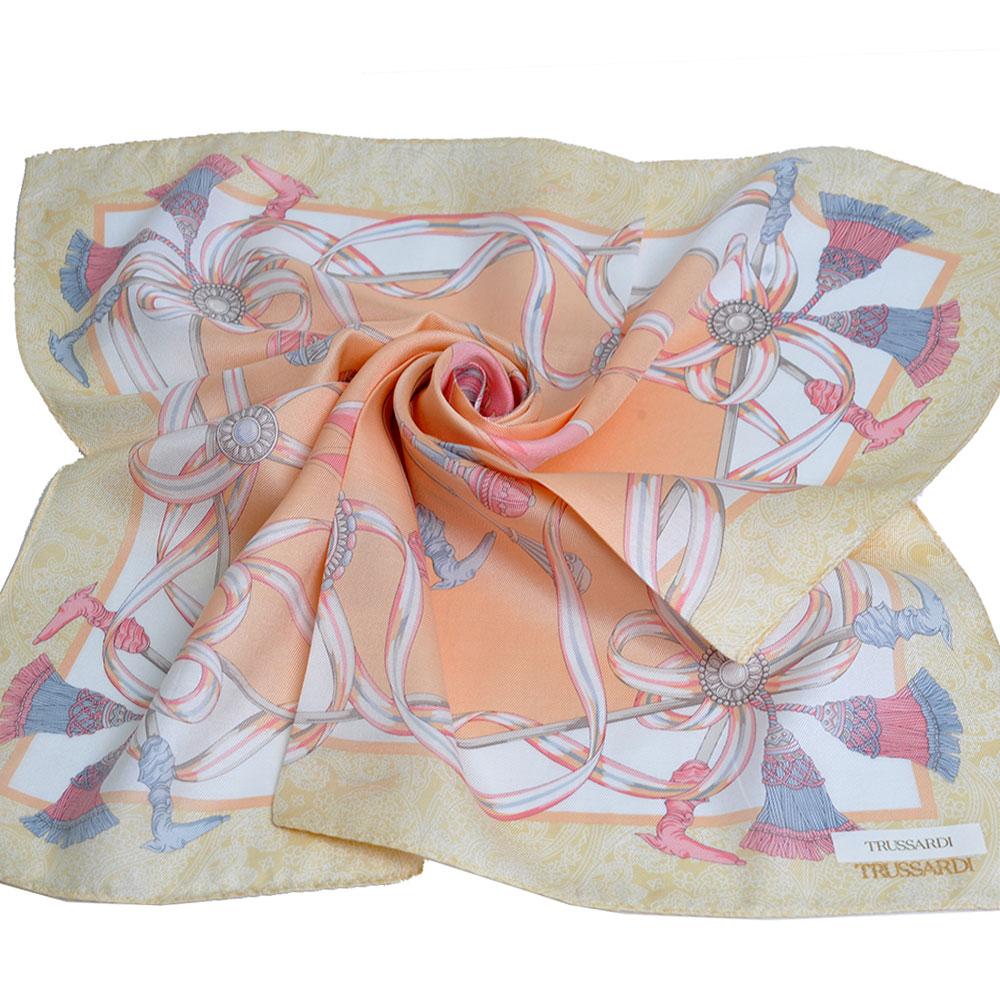 TRUSSARDI 絲質品牌流蘇圖騰LOGO大帕領巾(粉黃/粉橘)