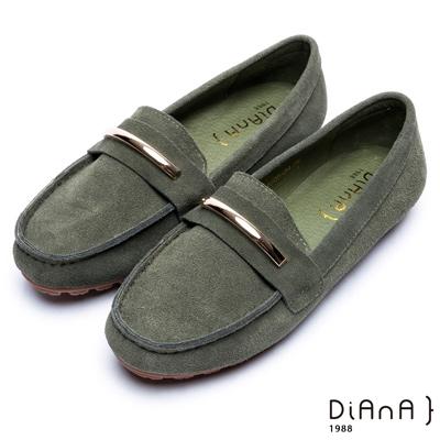 DIANA 奢侈品味—金屬飾釦牛几皮平底休閒鞋-軍綠
